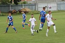 Fotbalisté divizních Tasovic (bílí) absolvovali během poslední červnové soboty přípravný zápas s U19 1. SC Znojmo, kterou porazili 5:1.