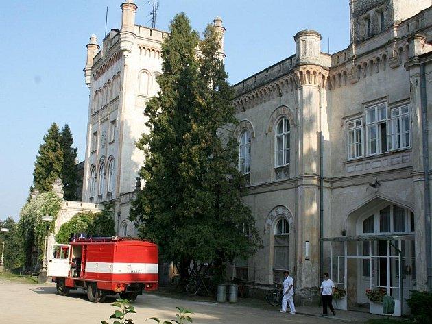 Domov pro seniory sídlí v novém zámku. Je zde ubytováno na sedm desítek důchodců.