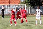 Tasovičtí fotbalisté (v bílém) prohráli v prvním kole nového ročníku divize D s B-týmem Zbrojovky Brno 1:5.