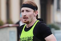 Běžec Vojtěch Čabala z Lukova se připravuje v Lukově. Myslí si, že v létě závody nebudou.