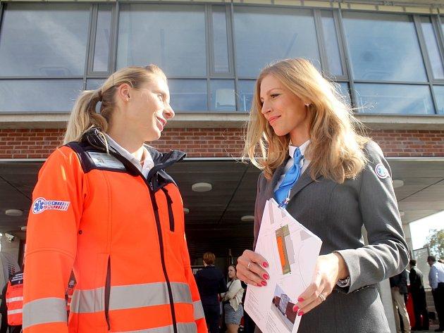 Slavnostního otevření nové stanice záchranářů ve Znojmě se zúčastnila řada hostů. Měli možnost prohlédnout si zbrusu novou budovu záchranářů u Pražské ulice.
