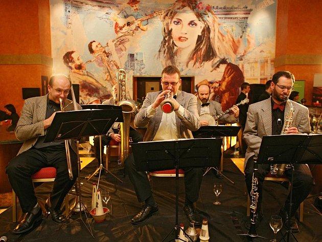 Koncertem jižanského jazzu v podání kapely New Orleans Happy Five začal letošní, v pořadí již třetí JazzFest. První den festivalu nabídl celovečerní program v hotelu Savannah.