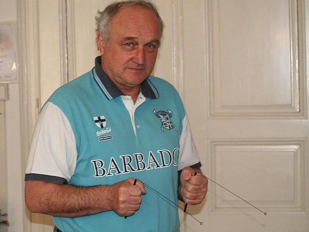 Stanislav Šanda, pocházející z Žerotic, proutkaří už padesát let.