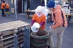 Vinaři v Novém Šaldorfu po osmé otevřeli v lednu své sklepy a připravili recesistickou soutěž v kopání písku.