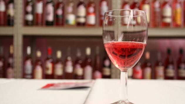 Výstava růžových vín Jarovín Rosé. Ilustrační foto