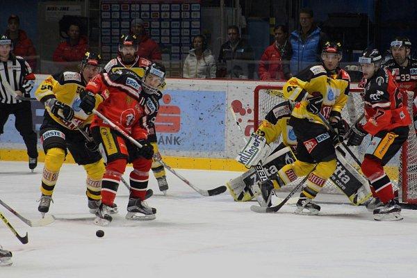 První prohru na domácím ledě zaznamenali vEBEL znojemští hokejisté, když prohráli sVídní 1:2 vprodloužení.