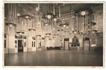 Někdejší Hotel Znojmo, zvaný Domeček na Pontassievské ulici. Na snímku velký sál.
