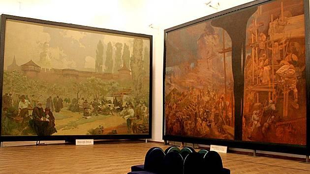 Interiéry zámku s plátny Epopeje.