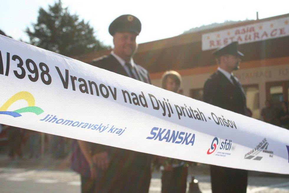 Slavnostní otevření opraveného průtahu Vranovem.
