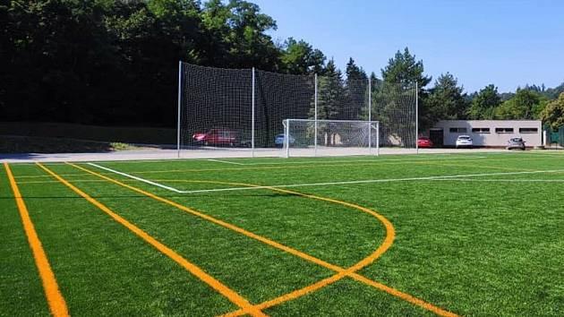Sportovci a školáci se vyřádí. V Krumlově dostavěli fotbalové i tenisové hřiště