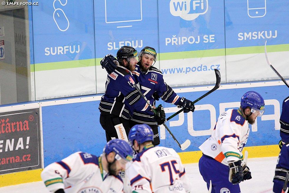 Hokejový útočník Radek Prokeš v Havířově řádí, k výhře nad Kolínem přispěl dalšími třemi body. Na snímku posila z Českých Budějovic během zápasu s Litoměřicemi.