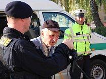 Policisté besedovali v Olešnici. Školáky zajímala technika.