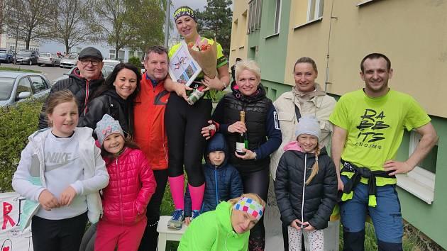 Znojmačka Irena Šinkovič dva roky po sobě trénovala na Pražský maraton, který se loni ani letos nekonal. Běžkyně proto 42kilometrovou trať absolvovala doma na Znojemsku.