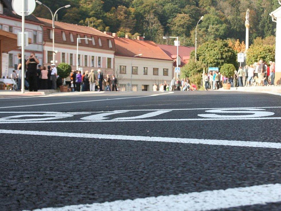 Vranov nad Dyjí je po půl roce opět průjezdný. Za téměř padesát milionů má městys opravený průtah.
