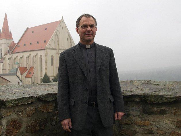 Čestný titul papežského kaplana s právem užívat titul monsignore obdržel koncem září znojemský děkan Mons. Jindřich Bartoš