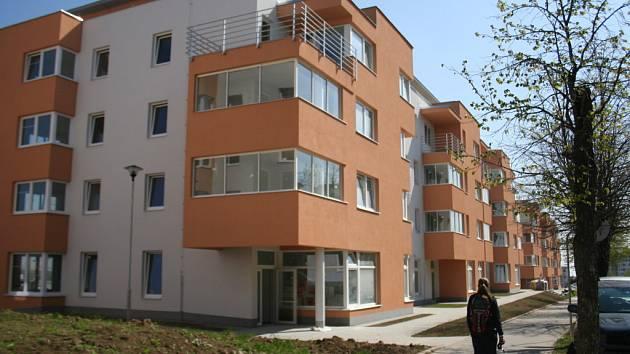 Do nových bytových domů se už stěhují lidé.