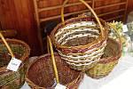 Neformální spolek maminek a další dobrovolníci připravili ve vémyslické sokolovně třetí jarní jarmark.