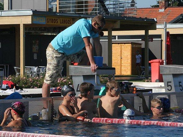 Plavecký kemp vedl olympionik Květoslav Svoboda.
