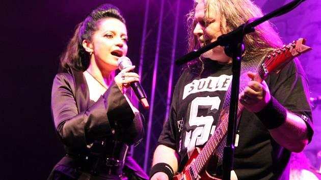 Koncert skupiny Arakain s Lucií Bílou. Ilustrační foto.