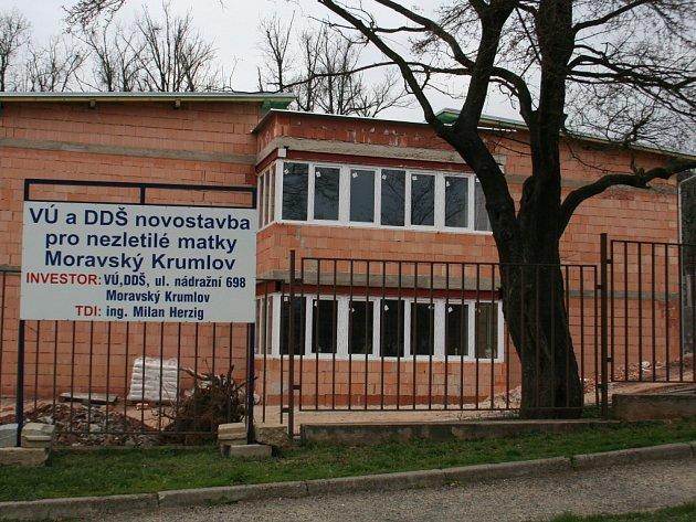 Stavba Domova pro nezletilé matky v Moravském Krumlově.