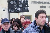 Na Masarykově náměstí ve Znojmě stávkovali odboráři