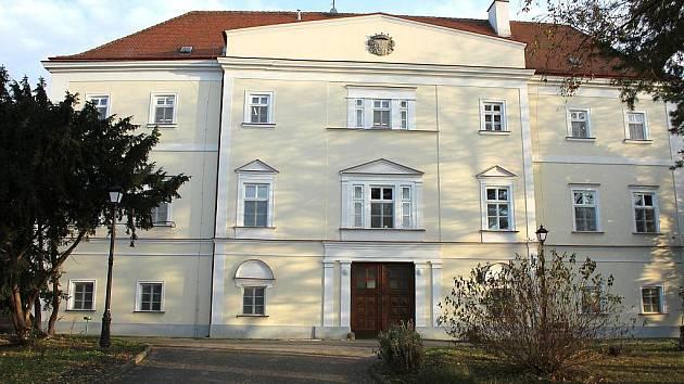 Slavnostním otevřením skončila celková rekonstrukce hlavní budovy domova pro důchodce v Plavči.