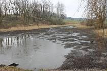 Rybník v Rozkoši byl podle úřadů černou stavbu. Podnikatel Pavel Plíšek se o něj přel s obcí přes dvacet let.