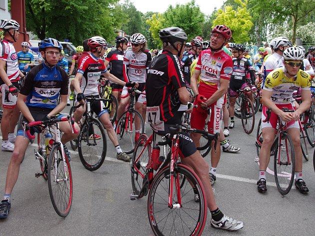 Sto deset jezdců české Extraligy Masters v sobotu vyjelo na trať jedenáctého cyklomaratonu Evropa ve Znojmě.