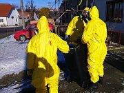 V Moravském Krumlově likvidovali veterináři společně s hasiči drůbež a ptáky, které lidé chovali doma. Ptáci se stali obětí ptačí chřipky.