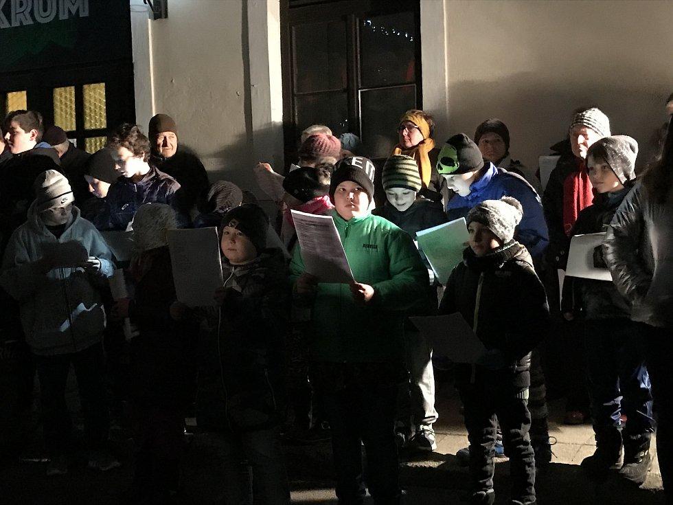 Ve Vémyslicích se sešlo šedesát zpívajících. K akci Deníku Rovnost se městys přidal podruhé.