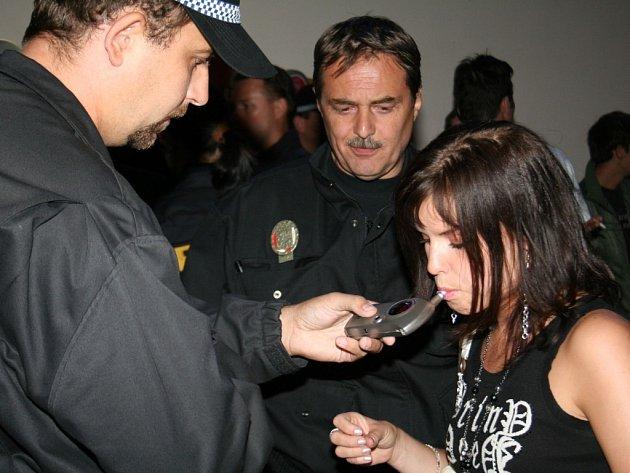 Policisté kontrovali nezletilé
