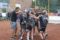 Mladší žáci volejbalového oddílu VK PFN Znojmo-Přímětice (tmavě modří) vybojovali na konci srpna titul mistrů ČR, které se konalo v Nymburce a Kolíně.