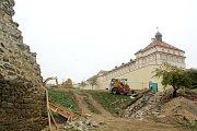 Při stavebních pracích u hradeb v Kapucínské zahradě ve Znojmě chyběl archeolog.