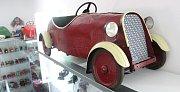 Majitel znojemského Muzea Motorismu Jan Drozd otevřel novou expozici hraček. S 1500 exponáty včetně unikátů z plechu či bakelitu.