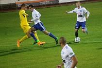 Znojemský fotbalista Rostislav Šamánek u balonu.