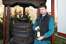 VINAŘ. Z koníčka, sloužícího pouze pro produkci vína pro vlastní potřebu vznikla postupně podoba dnešní firmy. Jednatelem je Marek Líbal.