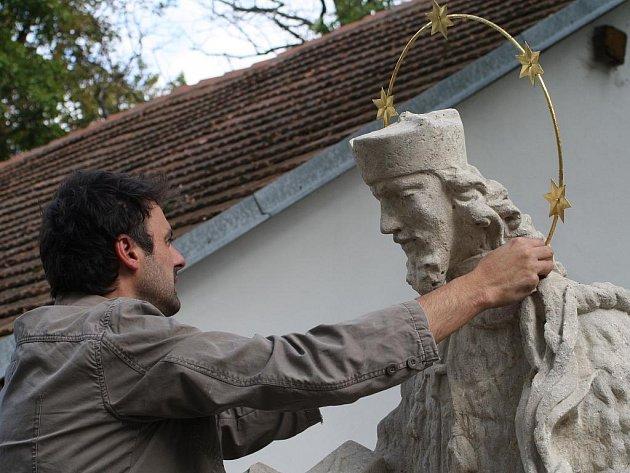 Součástí slavnostního otevření penzionu Bobule bylo i představení zrestaurované sochy Sv. Jana Nepomuckého na mostě nad Višňovským potokem.