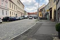 Na omezení dopravy a rušení parkovacích míst se od pondělí připraví řidiči ve Znojmě na ulici Horní Česká.