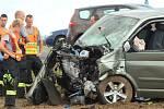 Nedělní srážka dvou aut na bantické křižovatce si vyžádala dva mrtvé a pět těžce zraněných včetně tří dětí.