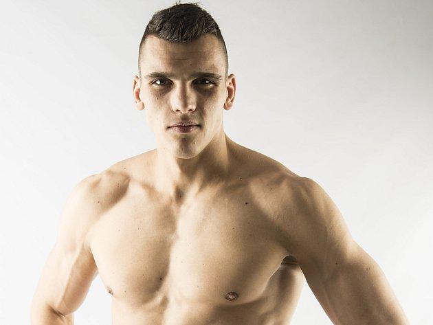Žádný ze sedmi dosud odboxovaných zápasů v profesionálním boxu Vasil Ducár neprohrál.