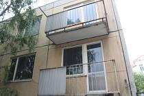Panelový dům u městských hradeb čeká demolice.