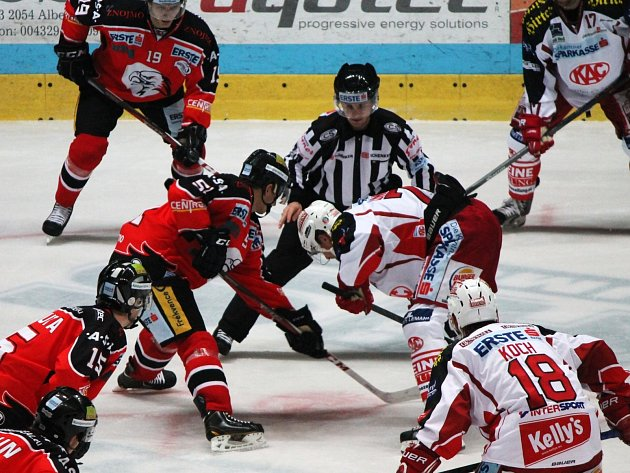 Znojemští hokejisté v neděli v dalším kole EBEL ligy hostili soupeře z rakouského Klagenfurtu.