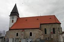 Kostel Nanebevzetí Panny Marie, ale také místní hřbitov a márnice přilákaly před lety filmový štáb. Ten si zdejší exteriéry vybral pro natáčení jednoho z dílů Četnických humoresek.