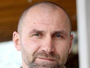 Psychoterapeut a zakladatel Spolku Salebra, který pomáhá drogově závislým dostat se zpět do běžného života, Jiří Hladík.