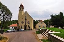 Vycházka okolím Hlubokých Mašůvek. Poutní kostel Navštívení Panny Marie.