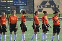 Fotbalistky Jevišovic jsou jediným ženským týmem na Znojemsku. Zatímco na podzim se jim nepodařilo ani jednou vyhrát, měly pouze bod za remízu, na jaře už získaly dvě vítězství. Nejprve porazily Ivančice 1:0 a nyní o víkendu Moravské Budějovice 2:1.
