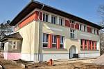 Jakmile v květnu dokončí Hevlínští rekonstrukci secesní budovy mateřské školy, pustí se do přístavby nové třídy i kuchyně. Kapacita školky v obci nestačí.