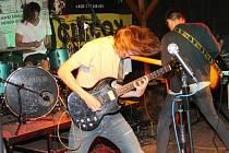Sedmý ročník StatekFestu přilákal do pivnice Statek ve Znojmě stovky příznivců živé muziky.