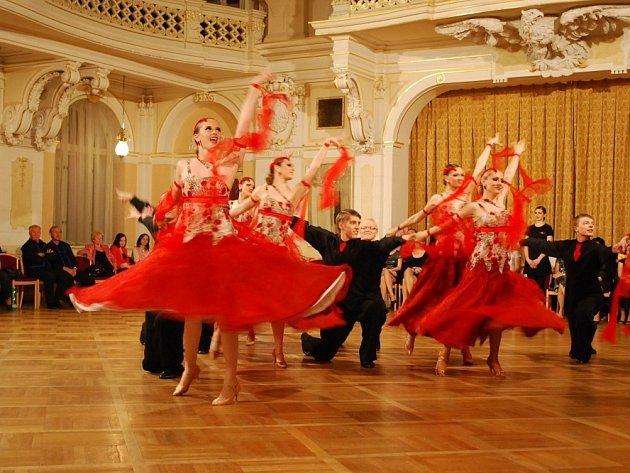 Single si vytančila šesté místo na mistrovství republiky a titul za nejlepší plesové formace ve standardních tancích.