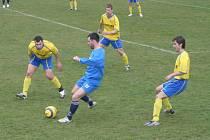 Dvanáctý tým tabulky, Moravský Krumlov, dokázal porazit vedoucí tým krajského přeboru Dědice 1:0